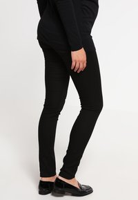 MAMALICIOUS - MLJULIANE - Slim fit jeans - black - 2