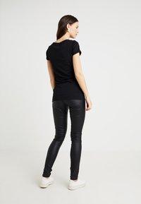 MAMALICIOUS - MLRAM COATED - Jeans slim fit - black - 2