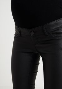 MAMALICIOUS - MLRAM COATED - Jeans slim fit - black - 4