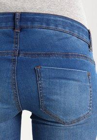 MAMALICIOUS - Jeans slim fit - medium blue denim - 4