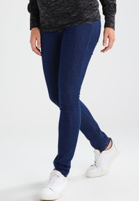 MAMALICIOUS - MLJULIA  - Jeans Slim Fit - med blue denim - 0