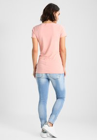 MAMALICIOUS - MLBIRDIE NEW  - Jeans Slim Fit - light blue denim - 2