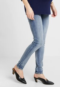 MAMALICIOUS - MLGOLDEN - Slim fit jeans - light blue denim - 0