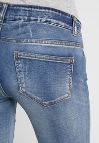 MAMALICIOUS - MLGOLDEN - Slim fit jeans - light blue denim - 5