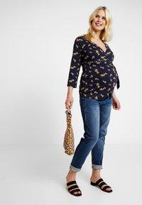 MAMALICIOUS - MLGLOBE BOYFRIEND - Jeans Slim Fit - medium blue denim - 1