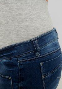 MAMALICIOUS - MLGLOBE BOYFRIEND - Jeans Slim Fit - medium blue denim - 4