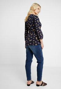 MAMALICIOUS - MLGLOBE BOYFRIEND - Jeans Slim Fit - medium blue denim - 2