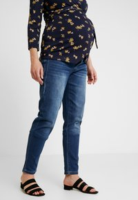 MAMALICIOUS - MLGLOBE BOYFRIEND - Jeans Slim Fit - medium blue denim - 0