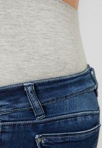 MAMALICIOUS - MLGLOBE ANKLE - Slim fit jeans - medium blue denim - 3