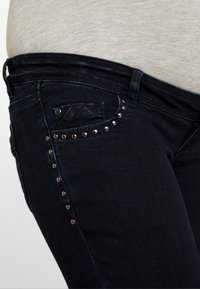 MAMALICIOUS - MLMAIN STUD - Jeans Slim Fit - dark blue denim - 4