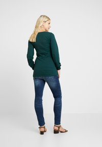 MAMALICIOUS - Jeans Slim Fit - medium blue denim - 2