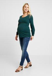 MAMALICIOUS - Jeans Slim Fit - medium blue denim - 1