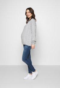 MAMALICIOUS - MLSAVANNA - Jeans Slim Fit - medium blue denim - 1