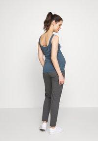 MAMALICIOUS - MLNEWKARLA PANTS - Spodnie treningowe - medium grey melange - 2