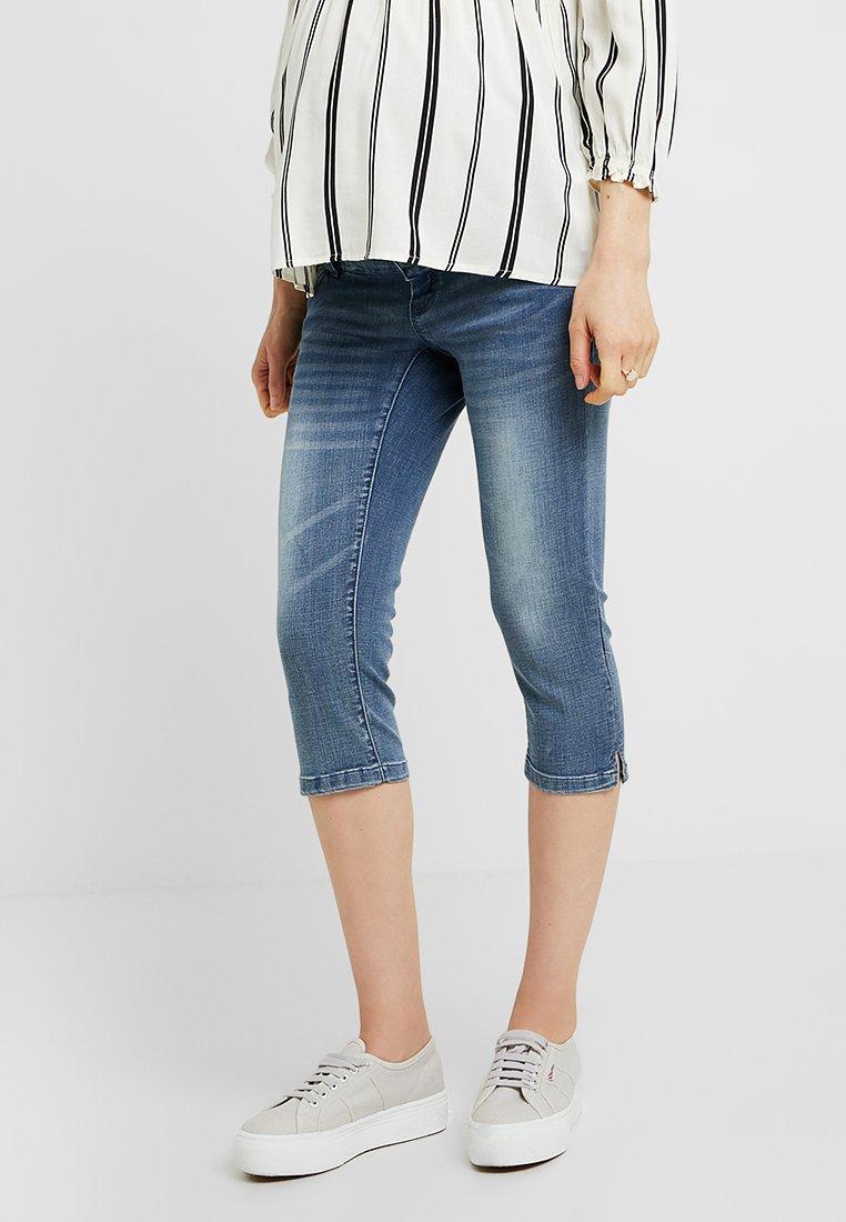 MAMALICIOUS MLGOLDEN SLIM CAPRI - Szorty jeansowe - light blue denim
