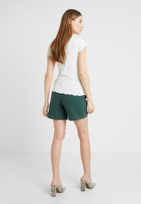 MAMALICIOUS - MLCANCUN BELTED - Shorts - dark forest - 2