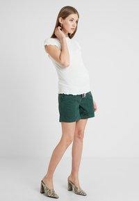 MAMALICIOUS - MLCANCUN BELTED - Shorts - dark forest - 1