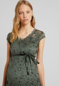 MAMALICIOUS - MLNEWMIVANA DRESS - Vestido de cóctel - leaf clover - 3