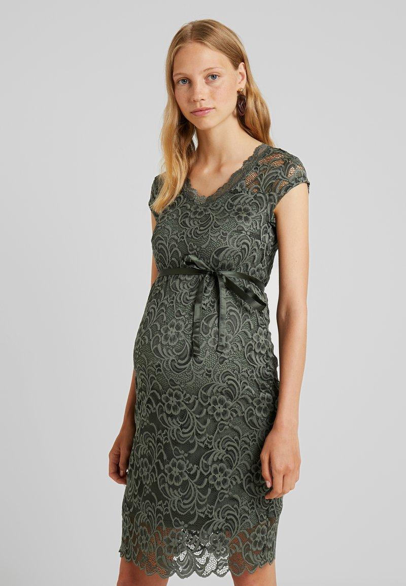 MAMALICIOUS - MLNEWMIVANA DRESS - Vestido de cóctel - leaf clover