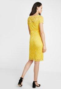 MAMALICIOUS - MLMIVANA BOATNECK DRESS - Vestido de cóctel - super lemon - 2
