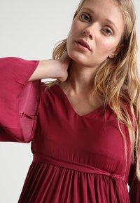 MAMALICIOUS - MLROSALIE LIA DRESS - Denní šaty - red plum - 4
