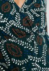 MAMALICIOUS - MLVITA TESS DRESS - Jerseykjole - ponderosa pine/whisper white/ginger