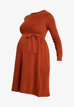 MLNEWZOE DRESS - Pletené šaty - ginger bread