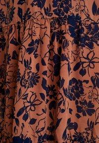 MAMALICIOUS - MLCALM DRESS - Denní šaty - navy blazer with ginger - 7