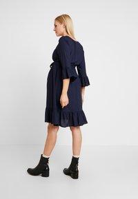 MAMALICIOUS - MLCAM 3/4 DRESS - Denní šaty - navy blazer - 2