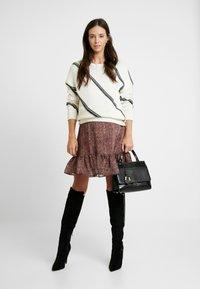 MAMALICIOUS - MLNELL WOVEN SHORT DRESS - Denní šaty - navy blazer/small dixie - 2