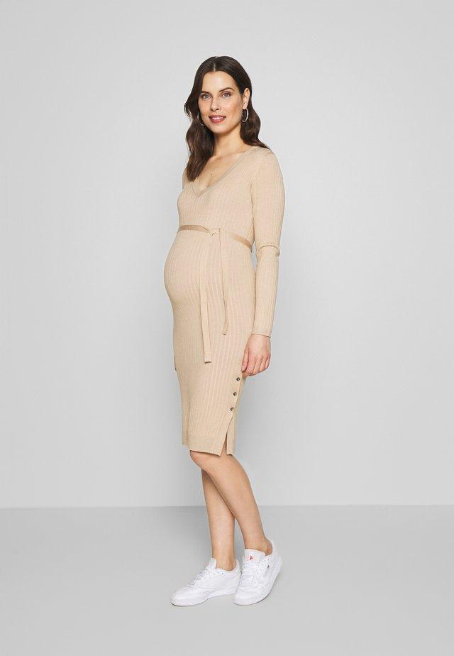 MLMARIA V-NECK DRESS - Pouzdrové šaty - sand