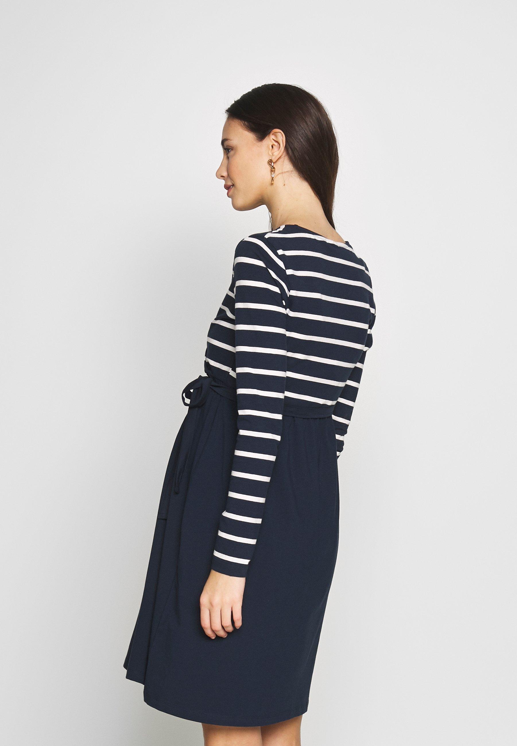 MAMALICIOUS MLMADELLEINE TESS DRESS - Sukienka z dżerseju - navy blazer/snow white