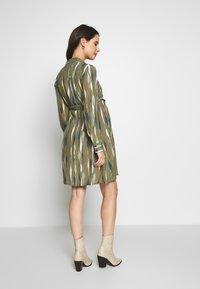 MAMALICIOUS - MLDANA WOVEN DRESS - Sukienka koszulowa - dusty olive - 2