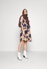 MAMALICIOUS - MLYASMINA TESS DRESS - Vestido informal - orion blue - 1