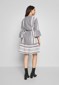 MAMALICIOUS - MLEVIA 3/4 SHORT DRESS - Sukienka letnia - snow white/navy blazer - 2