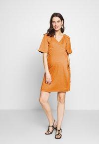 MAMALICIOUS - MLELENA TESS DRESS - Vestido ligero - nugget - 1