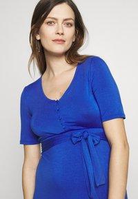 MAMALICIOUS - MLADRIANNA DRESS - Vestido ligero - dazzling blue - 3