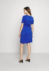MAMALICIOUS - MLADRIANNA DRESS - Vestido ligero - dazzling blue - 2