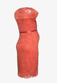 MAMALICIOUS - MLNEWMIVANA CAP DRESS - Vestido de cóctel - emberglow - 1