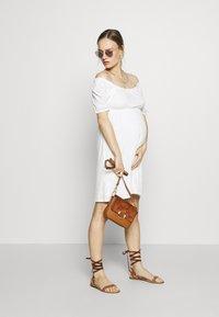 MAMALICIOUS - MLMOLLY SHORT DRESS - Sukienka z dżerseju - snow white - 1