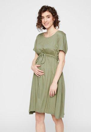 UMSTANDSKLEID EINFARBIGES VISKOSE - Sukienka letnia - oil green