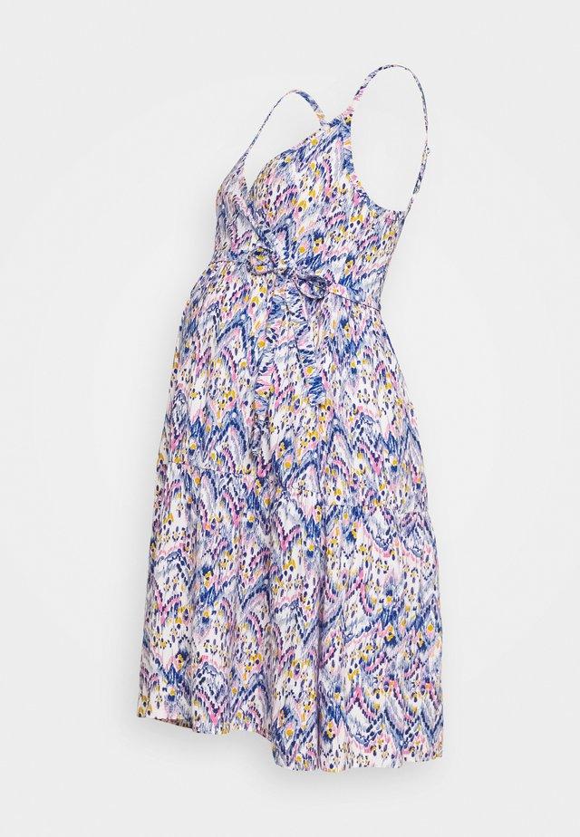 MLAGNES TESS ABK DRESS - Jerseykleid - snow white/fragrant lilac