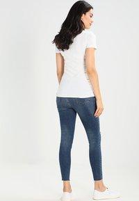 MAMALICIOUS - 2 PACK - T-shirt basic - black/white - 3