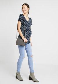 MAMALICIOUS - MLMARIA  - T-shirt con stampa - dark blue - 1