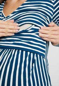 MAMALICIOUS - MLOTILIA TESS - Langærmede T-shirts - poseidon/snow white - 3