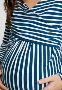 MAMALICIOUS - MLOTILIA TESS - Langærmede T-shirts - poseidon/snow white - 5