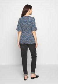 MAMALICIOUS - CARLOTTA TESS - T-shirt print - orion blue - 2
