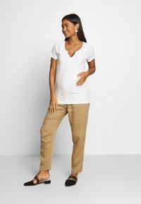 MAMALICIOUS - MLSABRINE - T-shirts print - snow white - 1
