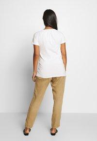 MAMALICIOUS - MLSABRINE - T-shirts print - snow white - 2