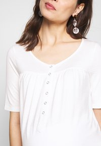 MAMALICIOUS - MLFIA LIA  - T-shirt z nadrukiem - snow white - 5